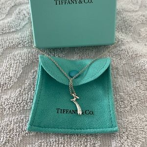 """TIFFANY & Co. Letter """"r"""" Initial Pendant Necklace"""